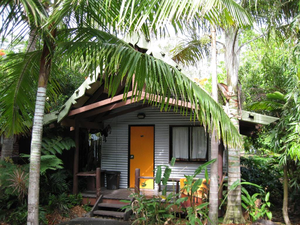 Magnums Hotel Airlie Beach