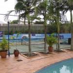 Pool und Tennisfeld