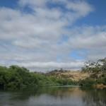 Fluss an der Rest-Area