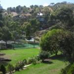 Garten und Tennisplatz